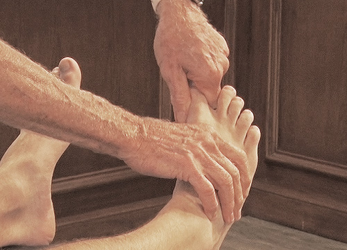 Fig. 4 - Assessing big toe joint play